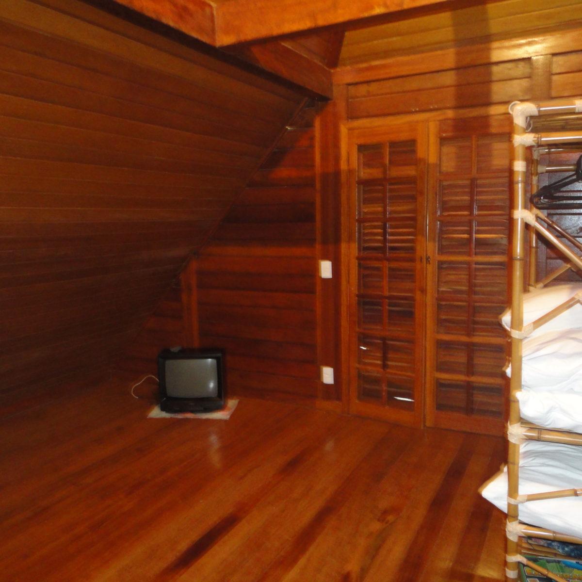 Ref.: R$380.000,00 Lindo sobrado de madeira(80664)